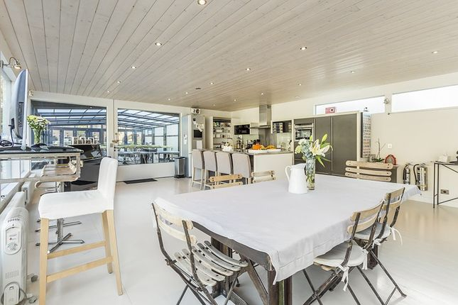 Thumbnail Houseboat to rent in St Katharine Docks, Wapping