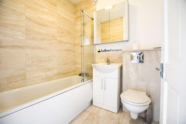 Bathroom of Harlescott Road, London SE15