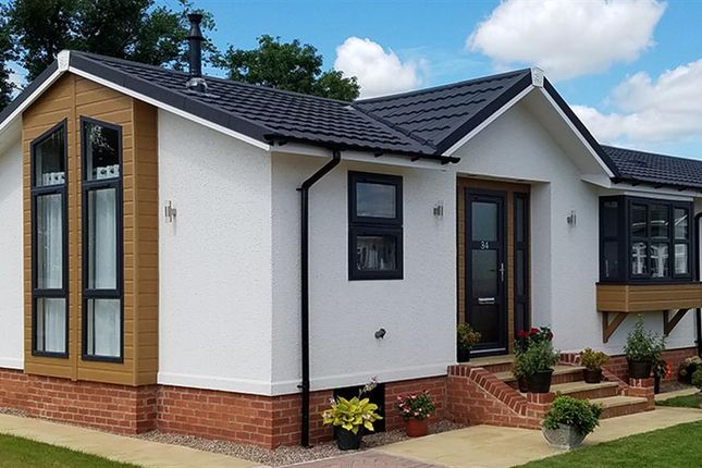 Thumbnail Lodge for sale in Chickerell Road, Chickerell, Weymouth