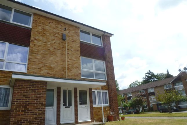 2 bed flat to rent in Liebenrood Road, Reading
