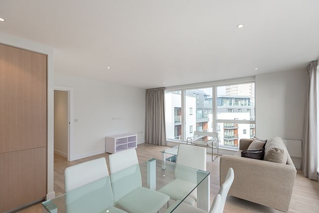 2 bed flat to rent in Pump House Crescent, Kew