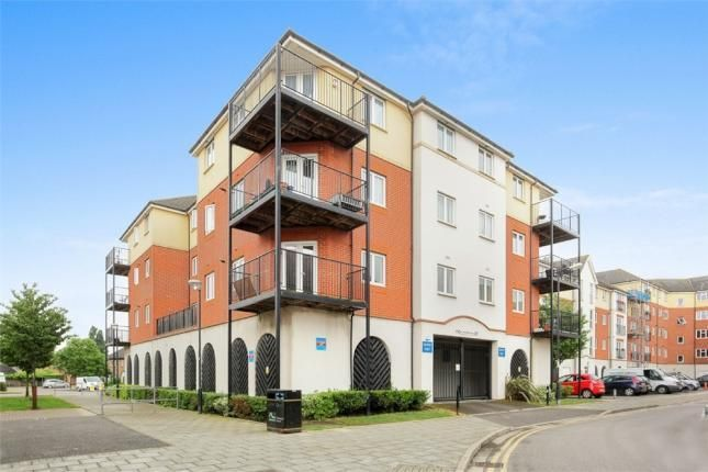 Thumbnail Flat to rent in Long Acre House, Pettacre Close, Greenwich, Woolwich, London
