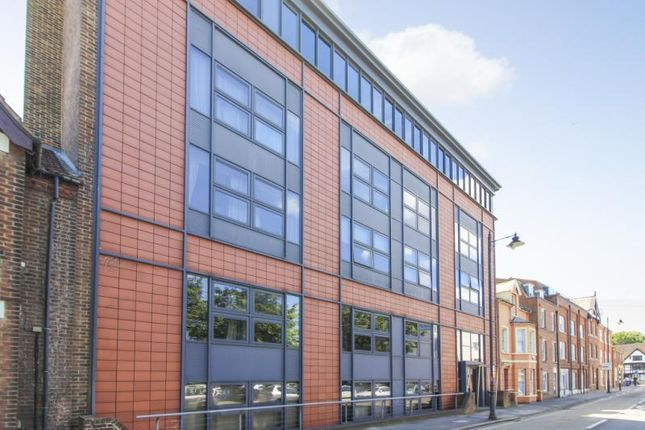 2 bed flat for sale in Station Road West, Canterbury