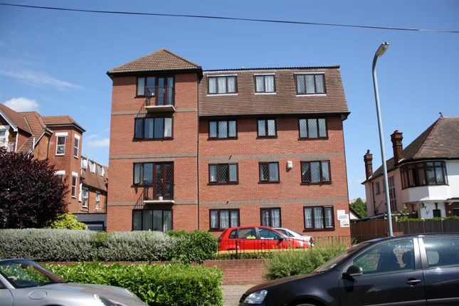 2 bed flat for sale in Imperial Avenue, Westcliff-On-Sea