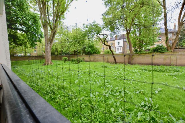 Thumbnail Flat for sale in Staplefield Close, Streatham