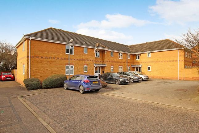 2 bed flat for sale in Wallace Drive, Wickford SS12