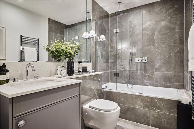 Bathroom of Oakley Gardens, Church Walk, Hampstead, London NW2