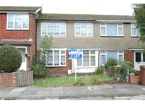 Thumbnail Terraced house to rent in Alexandra Close, Grays