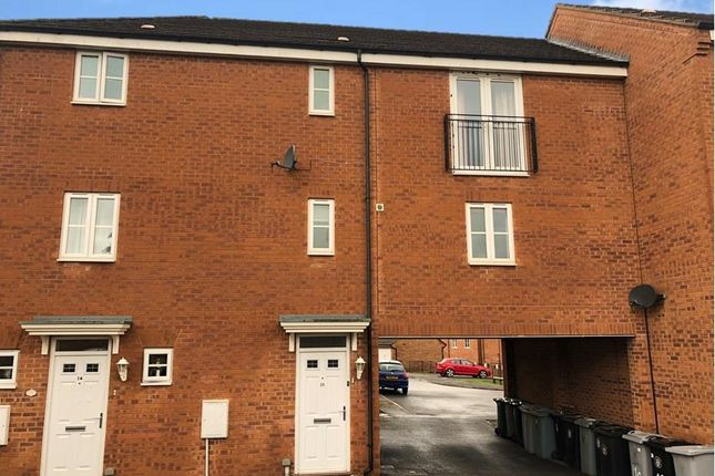 Thumbnail Town house to rent in Hartington Close, Grantham
