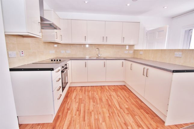 Thumbnail Maisonette to rent in Tooting High Street, London