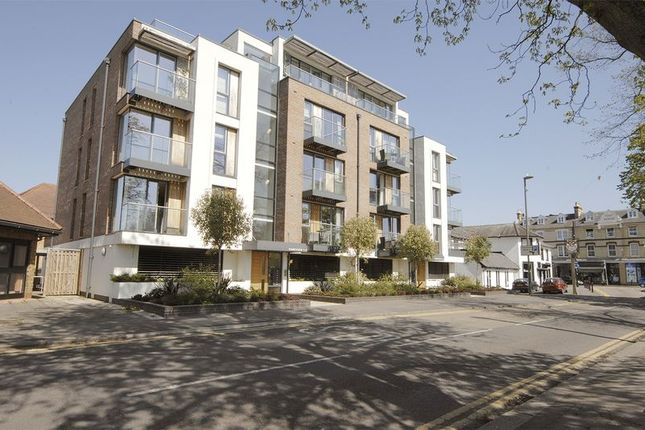 Thumbnail Flat to rent in Queens Road, Hersham, Walton-On-Thames