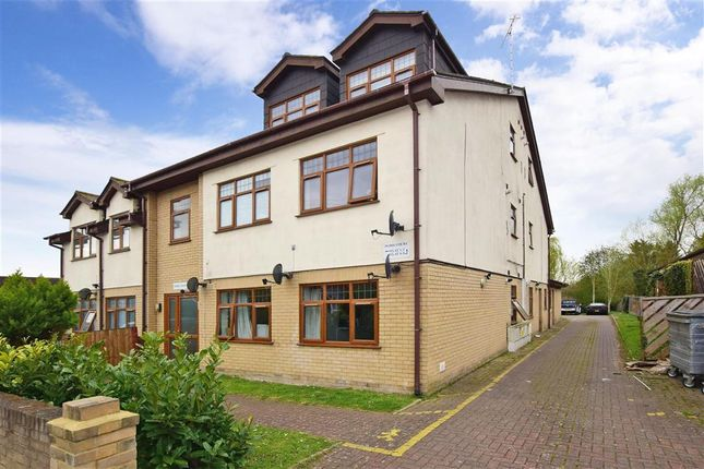 2 bed flat for sale in Irvon Hill Road, Wickford, Essex SS12