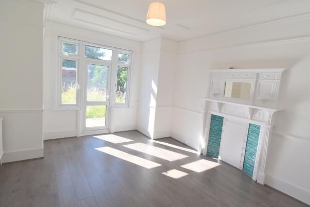 Thumbnail Property to rent in Warwick Road, Bounds Green