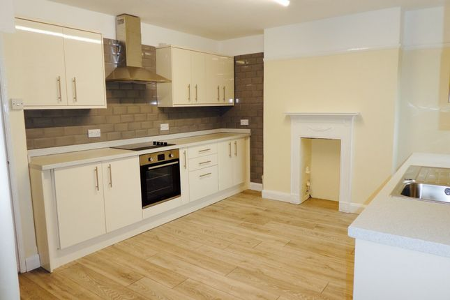 Thumbnail Maisonette to rent in The Broadway, Crowborough