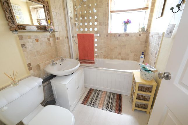 Bathroom of 33 Mount View Road, Sheffield S8
