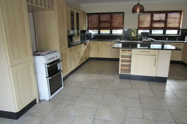 Thumbnail Detached house to rent in Barnetwood Road, Bromley