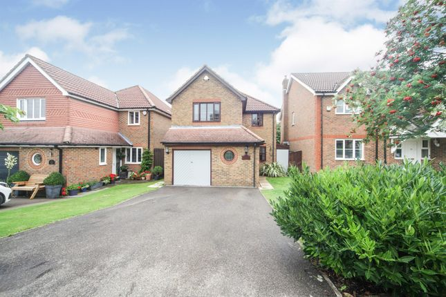 4 bed detached house for sale in Bishops Field, Aston Clinton, Aylesbury HP22