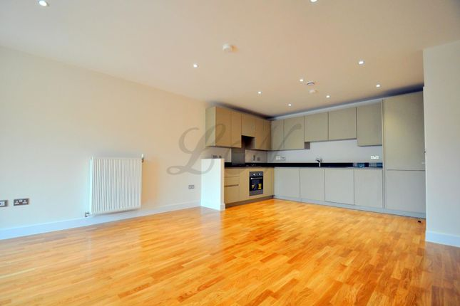 2 bed flat to rent in Bristol Avenue, Colindale