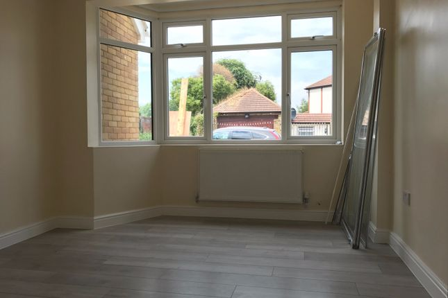 Thumbnail Studio to rent in Larmans Road, Enfield