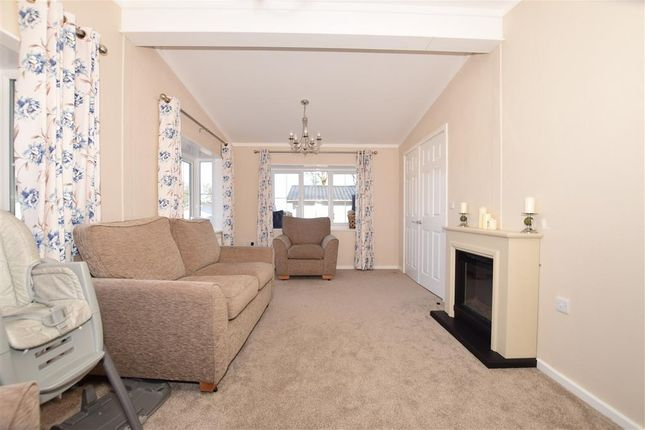 2 bed mobile/park home for sale in Labour In Vain Road, Wrotham, Sevenoaks, Kent TN15