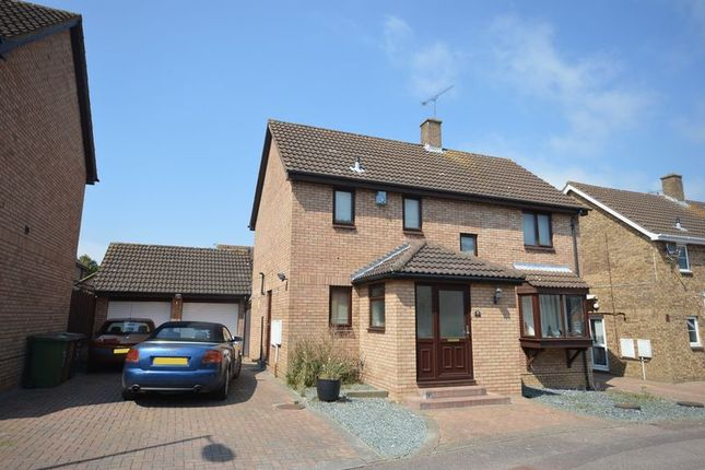 Thumbnail Detached house to rent in Snowford Close, Luton