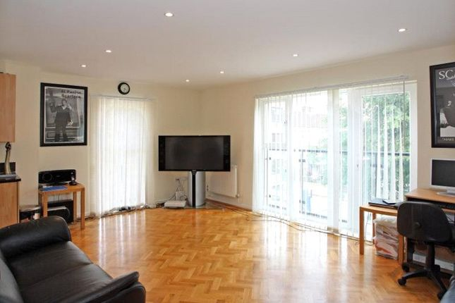 Thumbnail Flat to rent in Calypso Crescent, London