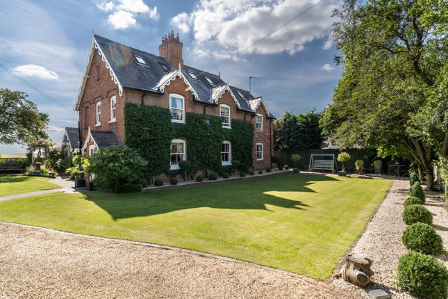 Thumbnail Detached house for sale in Sand Barn Lane, Snitterfield, Stratford-Upon-Avon