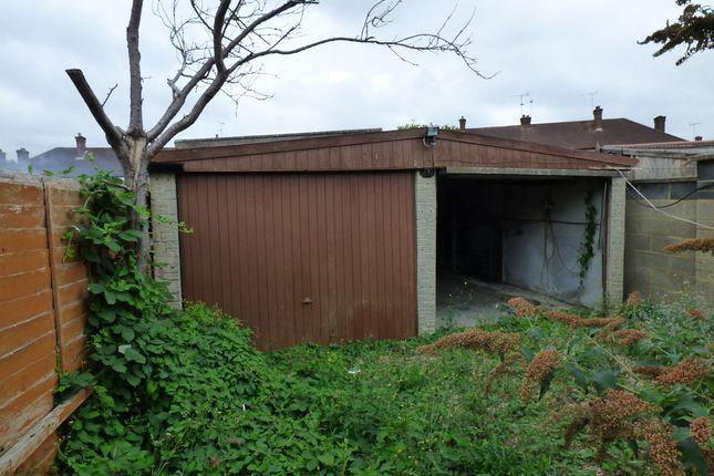 Double Garage of Dallow Rd, Luton LU1