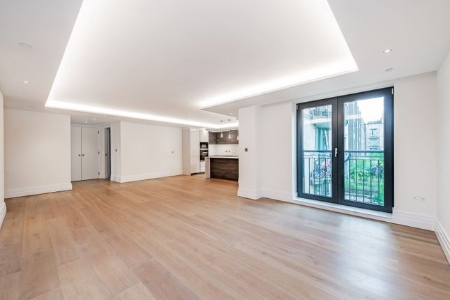 Thumbnail Flat to rent in Kensington Garden Square, London