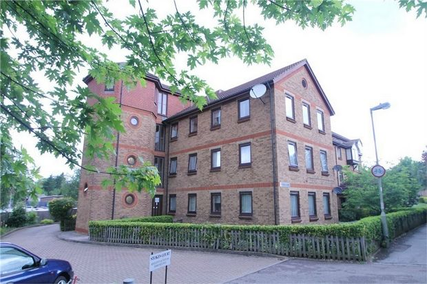 Thumbnail Property for sale in Stokes Court, East Finchley