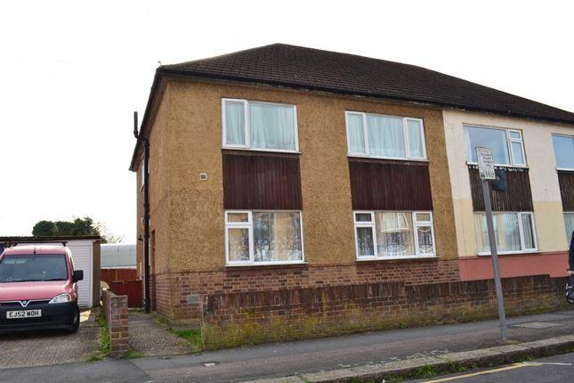 2 bed maisonette to rent in Queens Park Road, Harold Wood, Romford