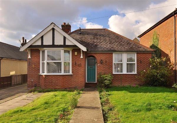 Thumbnail Bungalow for sale in Kingsnorth Road, Kingsnorth, Ashford