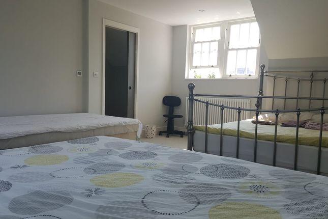 Thumbnail Room to rent in Kennington Lane, London