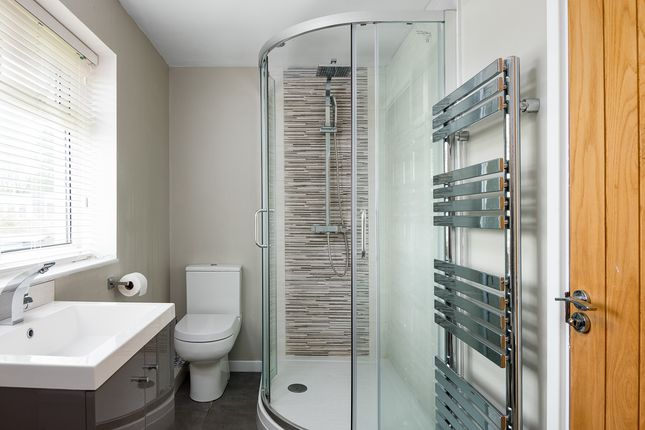 Family Bathroom of Elizabeth Road, Henley-On-Thames RG9