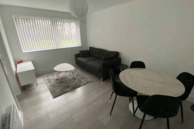 Thumbnail Flat to rent in Cholmondeley Road, Salford