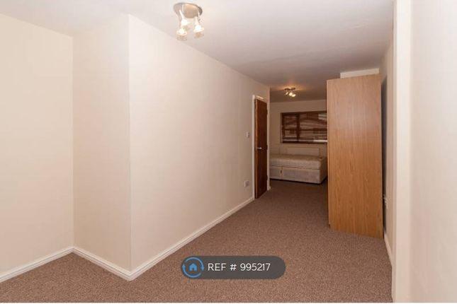 Room to rent in Avebury Close, Salford M7