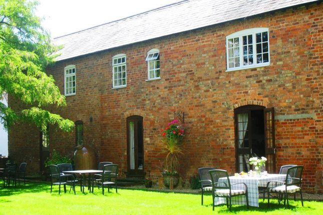 Thumbnail Cottage to rent in Hall Farm Cottages, Sedgeberrow, Worcestershire