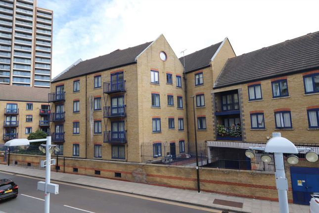 Thumbnail Flat for sale in Peninsula Court, London