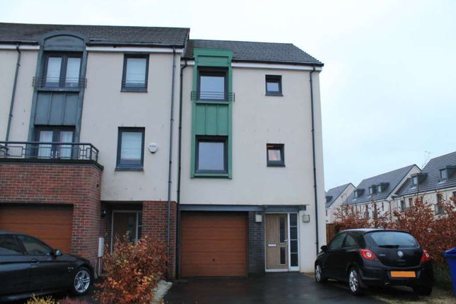 Thumbnail Town house to rent in Crofton Avenue, Renfrew