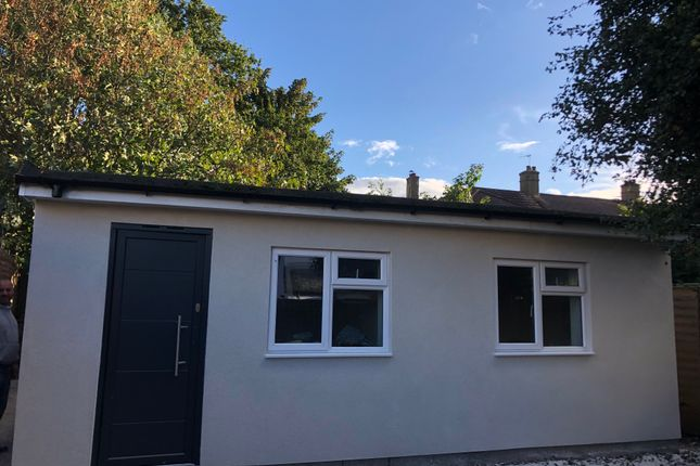 2 bed detached bungalow to rent in Highfield Road, London N21