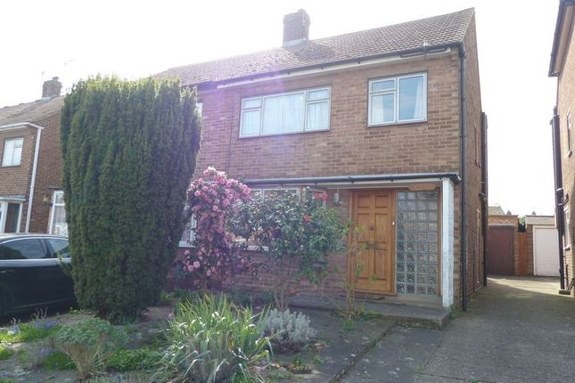 Thumbnail Semi-detached house to rent in Sermon Drive, Swanley