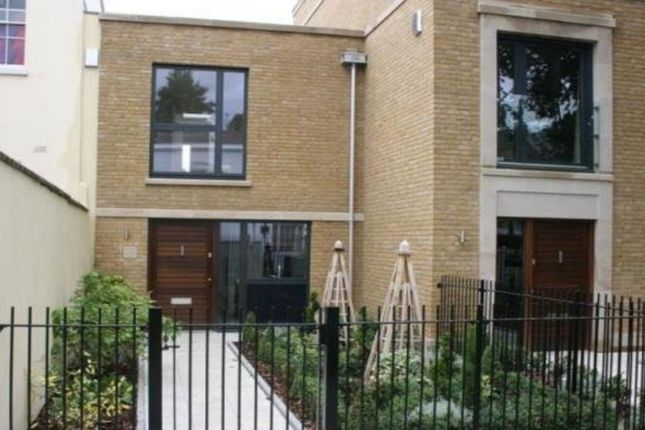 Thumbnail Town house to rent in Barnsbury Park, London