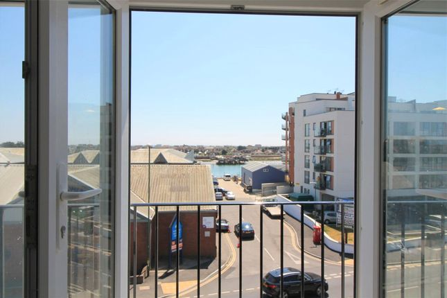 2 bed flat to rent in Brighton Road, Shoreham By Sea BN43