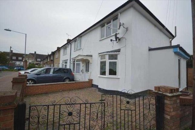 4 bed semi-detached house to rent in Sheppey Road, Romford