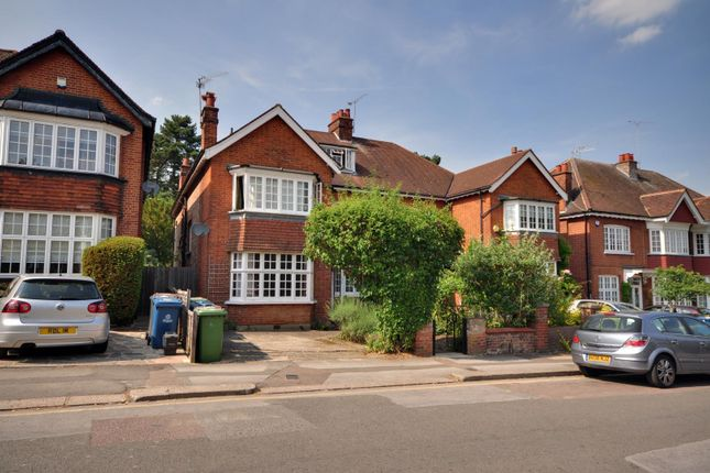 2 bed flat to rent in West End Avenue, Pinner, Middlesex