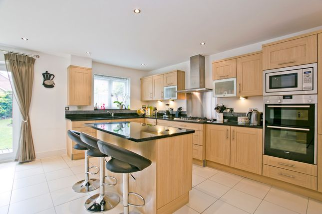 Thumbnail Semi-detached house to rent in Salmons Lane West, Caterham