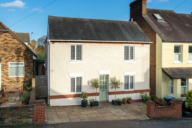 Detached house for sale in Popular Boxmoor Location, Basement, 3 Bathrooms