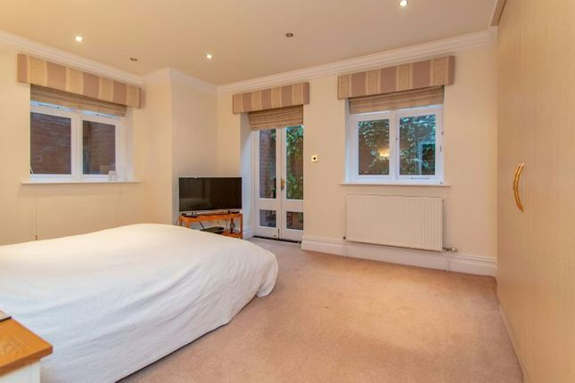 3 bed flat for sale in Harrop Road, Hale, Altrincham WA15