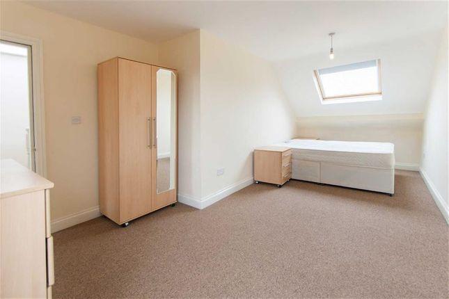 Room to rent in Birkbeck Avenue, Acton