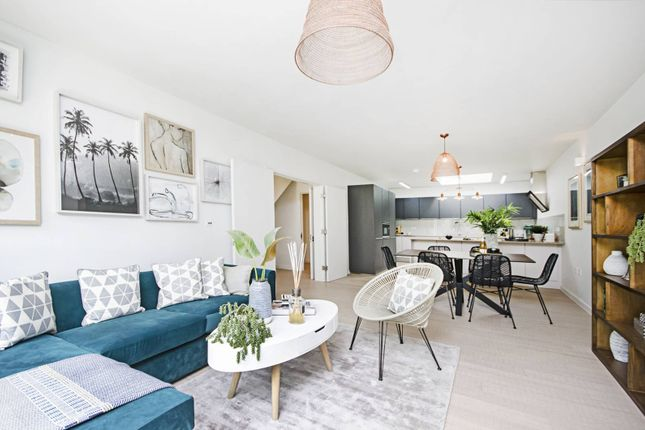 Thumbnail Property for sale in Tottenham Lane, Crouch End, London